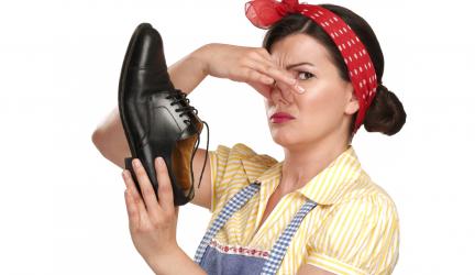 Как избавиться от запаха в обуви. Простой совет.